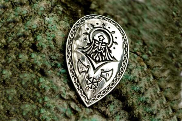Перунов щит: сила древнего оберега. В каких ситуациях носить?