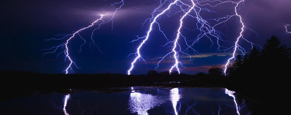 Молния - главный оатрибут Додолы