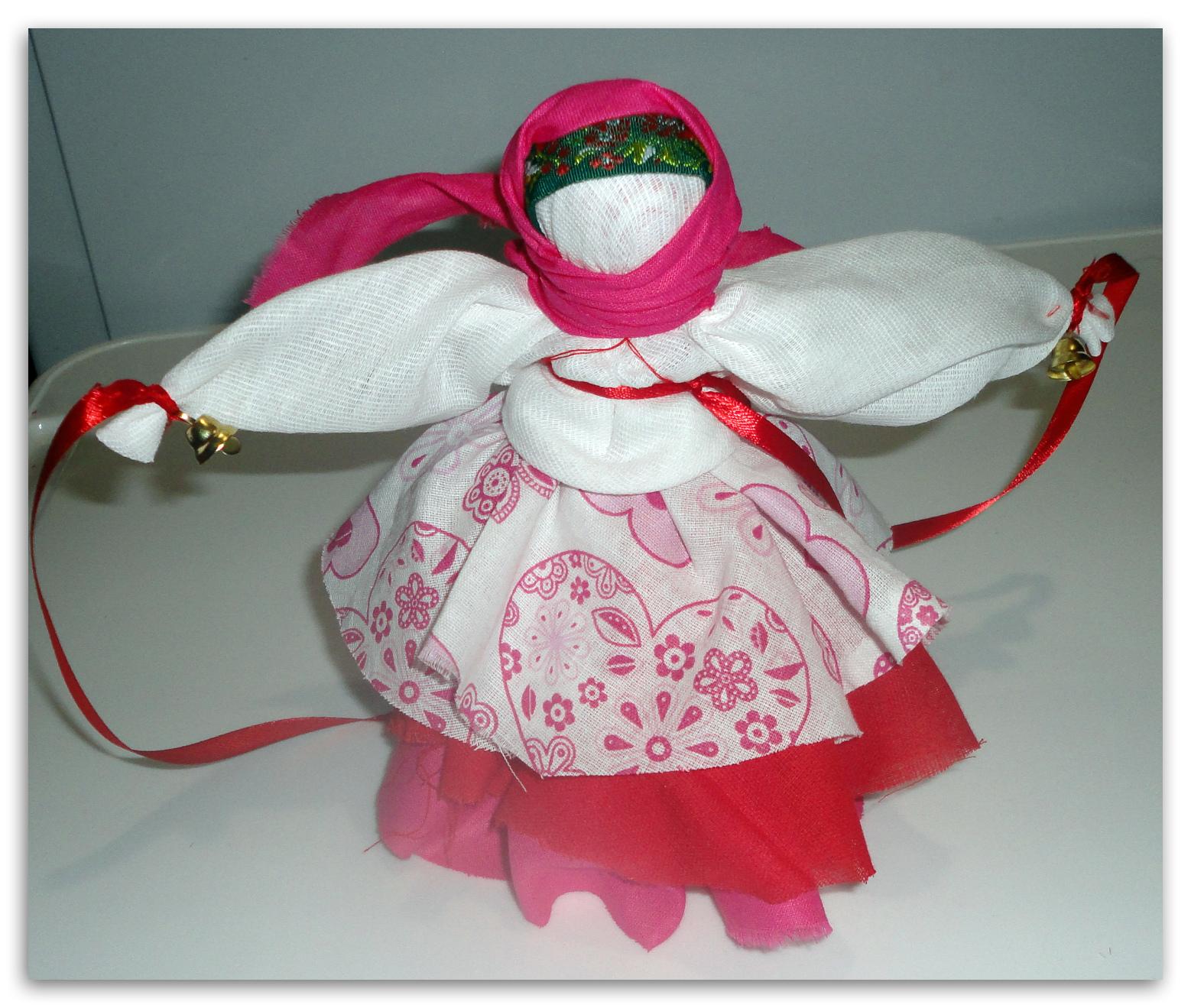 Кукла с колокольчиком