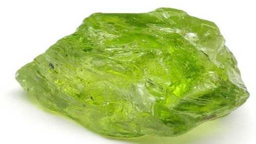 необработанный зелены топаз