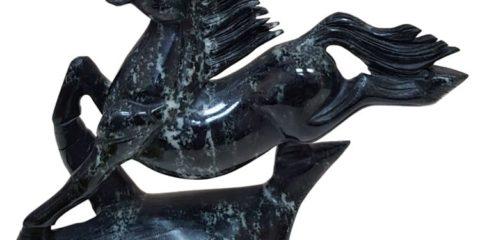лошадь из черного нефрита
