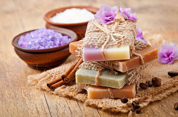 простое мыло обладает обережными свойствами.