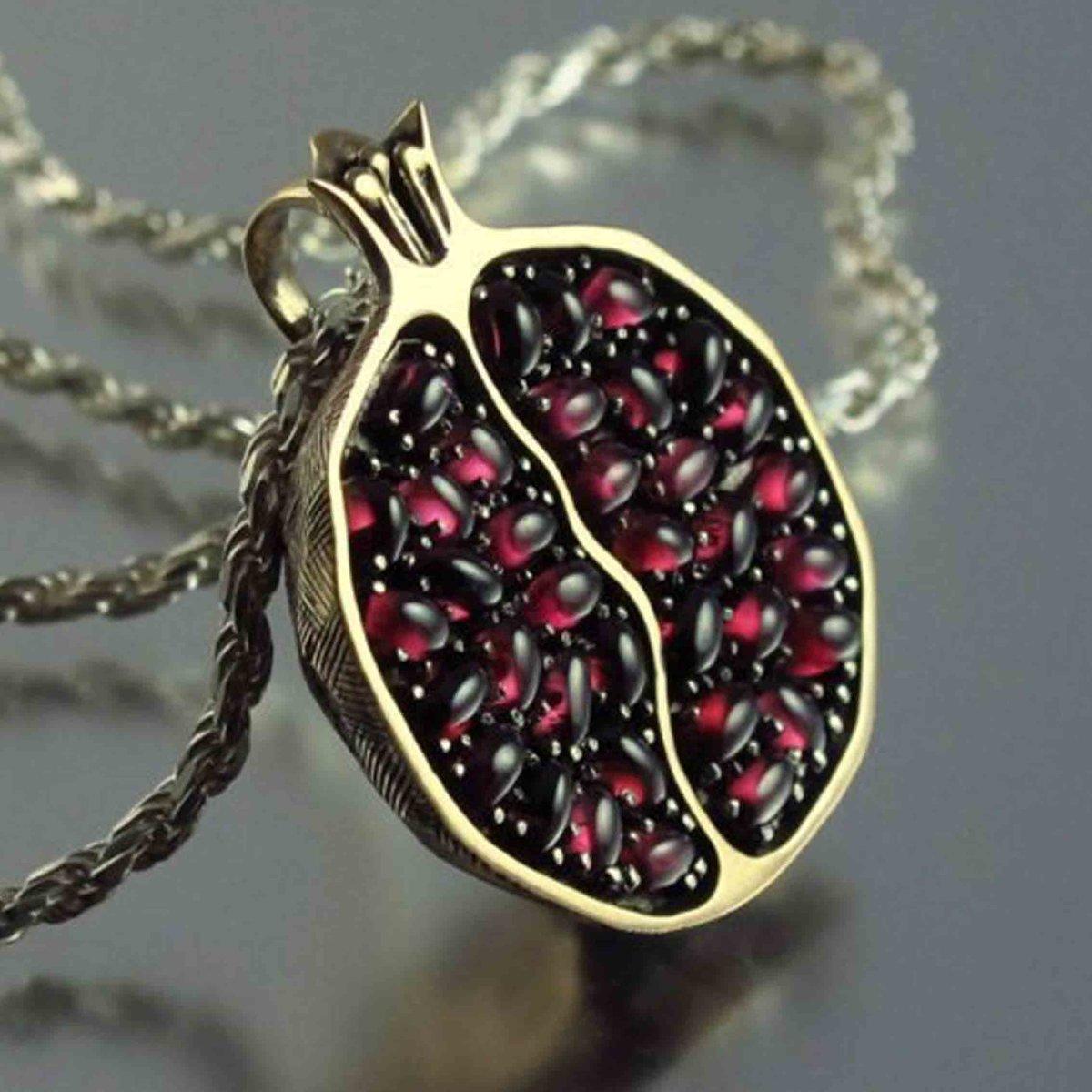камень гранат - символ любви