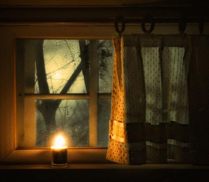 Свеча в окне на велесову ночь