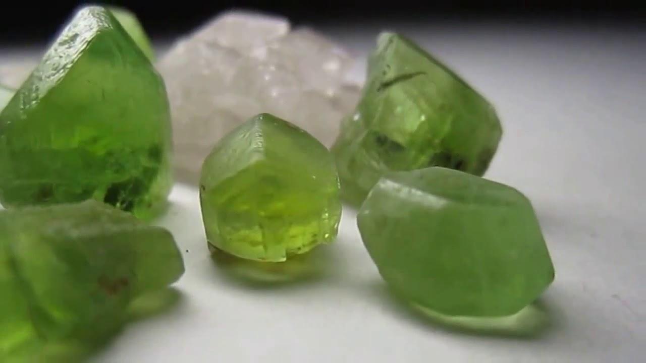 оливин камень фото